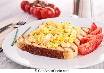 scrambled eggs and tomato