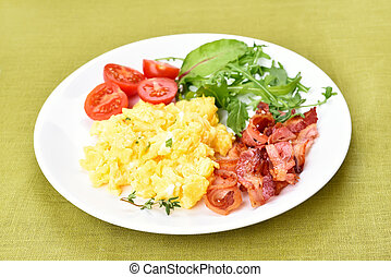 Scrambled eggs, bacon and vegetable