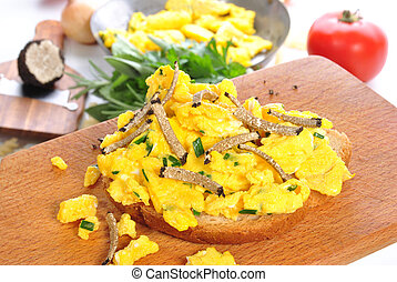 Scrambled eggs on bread with grated summer truffle