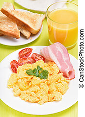 Scrambled eggs with bacon and tomatoes