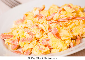 scrambled eggs with ham and cheese
