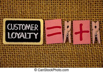 scrittura, nota, esposizione, cliente, loyalty., affari, foto, showcasing, cliente, soddisfazione, lungo termine, relazione, fiducia, idee, su, lavagna, gesso, lettere, uguale, segni più, stoffa, piolini, wicker.