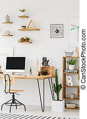 scrivania legno, con, uno, computer, sedia, mensole, su, parete, e, cactus, accanto a, uno, armadietto, in, uno, workspace, interior., posto, tuo, prodotto