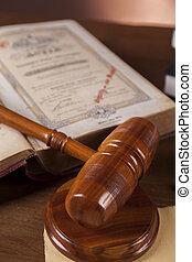 scrivania legno, in, uno, studio di avvocati