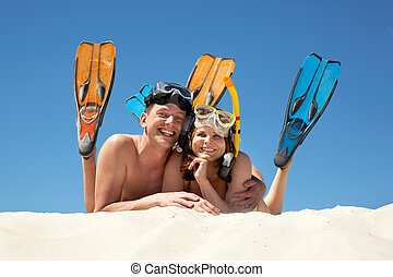 Scuba divers - Portrait of cheerful couple in aqualungs ...
