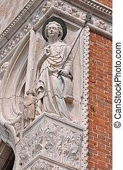 Sculpture at the corner of Doges