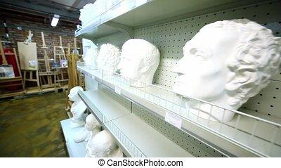 sculpture, plusieurs, têtes, magasin, étagères