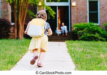 scuola, arrivare, casa, ragazza, bambino primi passi, felice