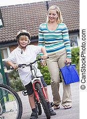 scuola, madre, bicicletta, esterno, figlio