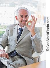 señal, hombre de negocios, feliz, aprobar, dar