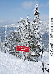 señal, laderade montaña, área, patrolled