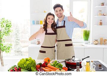 se abrazar, esposos, cocina, ella, contento, atractivo, ...