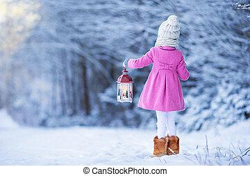 se tillbaka, av, förtjusande, flicka, med, ficklampa, på, jul, utomhus