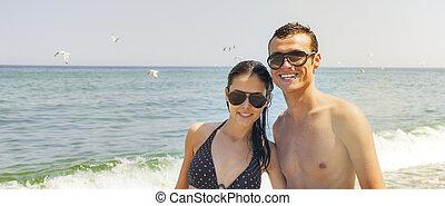 sea couple happy sunny