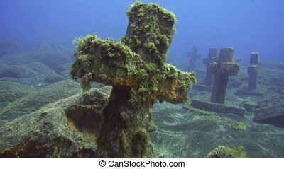 Sea life - The Crosses - Underwater memorial: The 40 crosses...