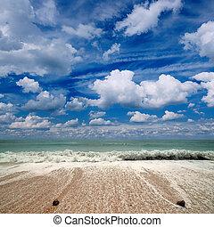 Sea, sky, white clouds