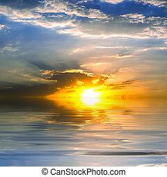 Sea. Sun. Clouds.