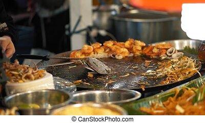 seafood., nouille, nourriture, savoureux, préparation, pousses, rue, tampon, nuit, cuisinier, thaïlande, thaï, marché