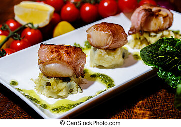 Seared scallops wrapped in panchetta