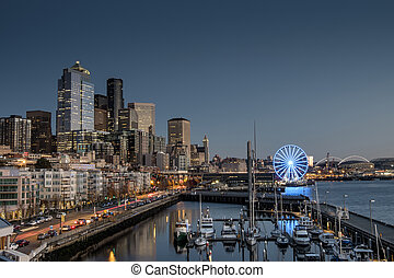 Seattle waterfront - Seattle´s beautiful waterfront at dusk