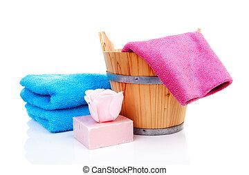 color seau bois sauna serviettes savon bois sur seau isol sauna cuill re blanc. Black Bedroom Furniture Sets. Home Design Ideas