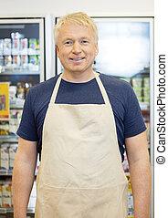 sebejistý, prodavač, usmívaní, do, grocery store