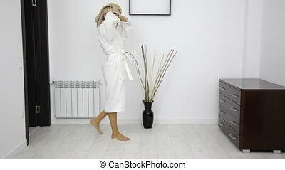 sec, cheveux, femme, serviette, après, peignoir, douche