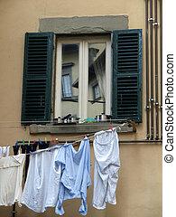 sec, lavage, -, haut, shuttered, sienaa, au-dessous, fenêtre...