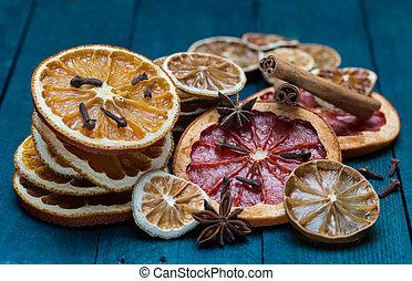 secado, laranjas, limão, lima, e, toranja, com, canela, anis, e, cravinhos, ligado, petrol-colored, madeira