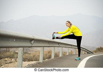 secos, estrada, treinamento, mulher, asfalto, perna, esticar, malhação, difícil, executando, sessão, paisagem, condicão física, desporto, deserto, após, músculo