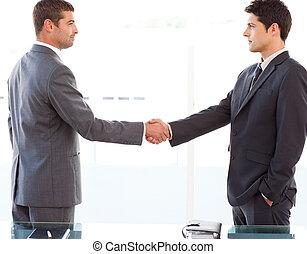 secousse, après, leur, hommes affaires, mains, sérieux, réunion
