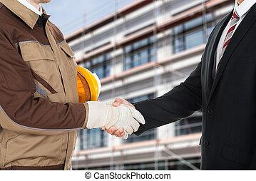 secousse, homme affaires, architecte, mains