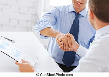 secousse, hommes affaires, bureau, mains