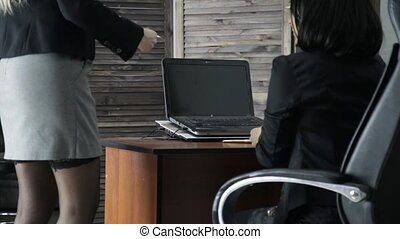 secretary., elle, femme affaires, bureau, jeune, harceler,...