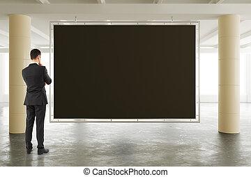secteur, plancher, tableau noir, ensoleillé, haut, regarder, béton, spacieux, vide, homme affaires, railler, hangar