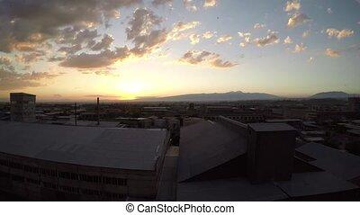 secteur, soir, nuages, sur, timelapse, yerevan, entourer, arménie, video., mouvement