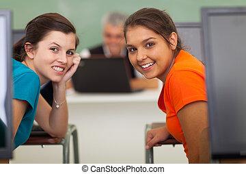 secundair onderwijs, meiden, in, de klasse van de computer