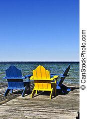 sedie, su, legno, bacino, a, lago