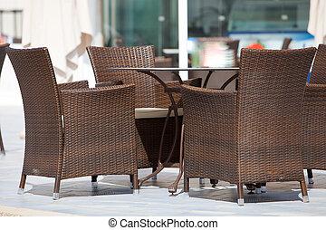 sedie, vimine, intorno, vuoto, tavola