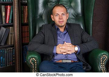 seduta, biblioteca, fiducioso, calma, sedia, uomo affari, uomo