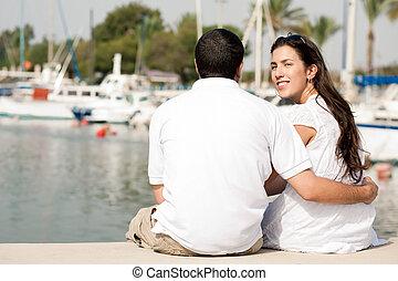 seduta, coppia, giovane, porto, vista posteriore