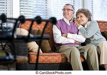 seduta, coppia, insieme, divano, anziano, felice