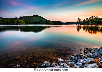 see, allatoona, an, rotes oberteil, berg, nationalpark,...