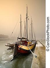 segelbåt, på, a, kall, dag, in, vinter