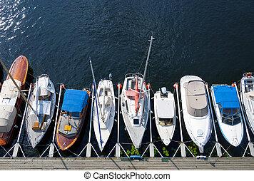 segelbåtar, parkerad