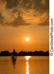 segelboot, an, sonnenuntergang