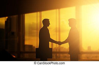 segunda mão, negócio, mão, em, conceito, escritório, silhuetas, e, sucedido, negócio, partner.