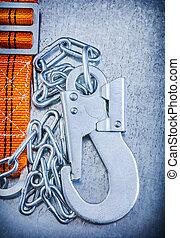 segurança, construção, corporal, cinto, ligado, arranhado, metálico, fundo, v