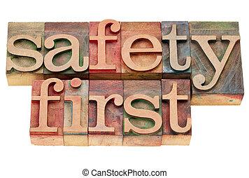 segurança primeiro, em, letterpress, tipo