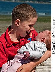segurando, irmão, grande, bebê, irmã